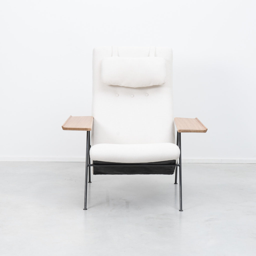 Robin Day Recliner armchair