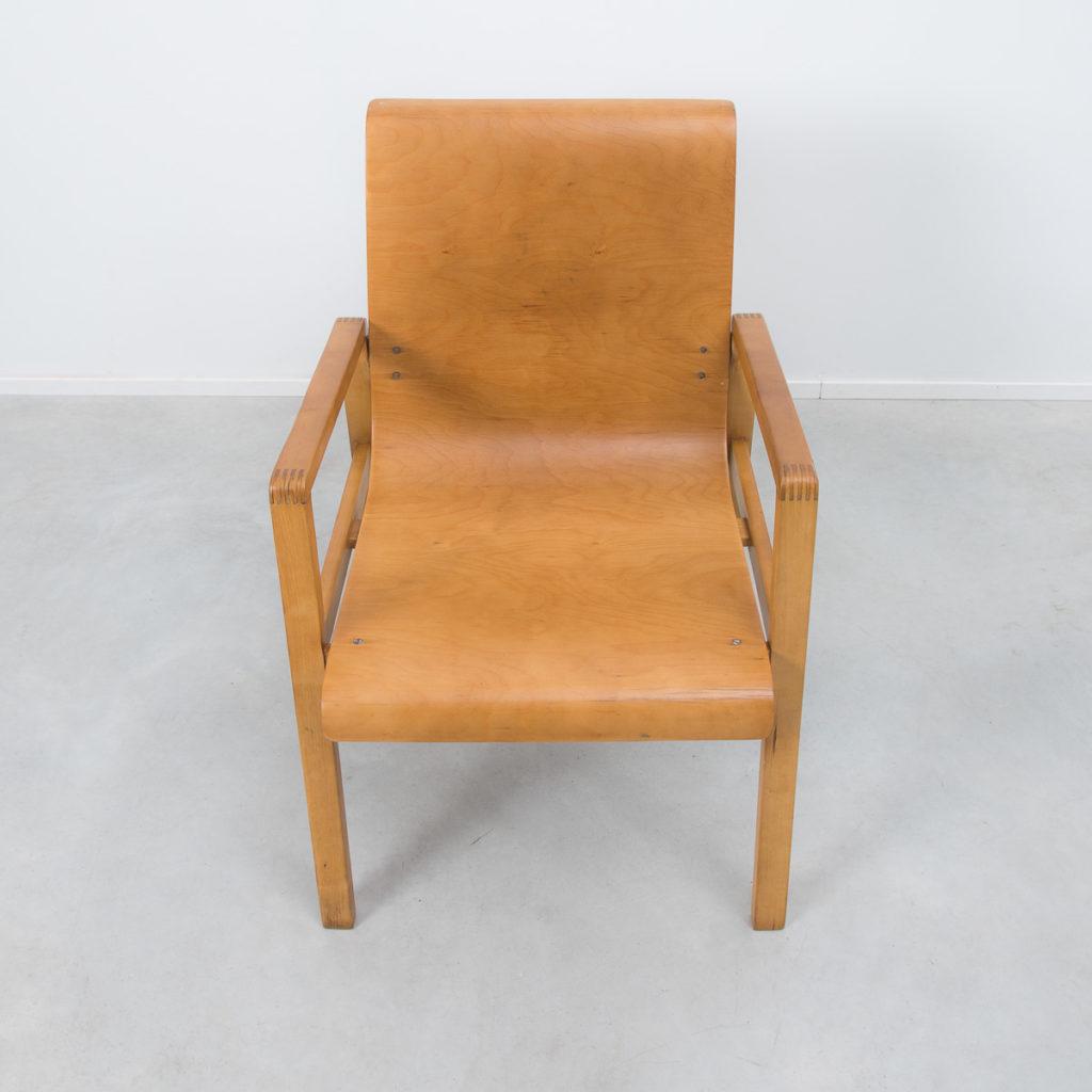 Alvar aalto 403 hallway chair b ton brut for Alvar aalto chaise