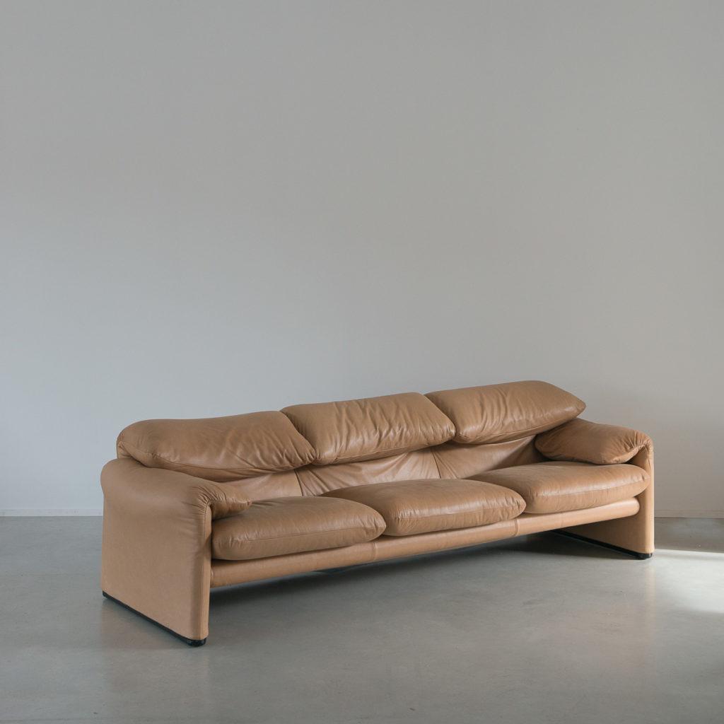 Vico magistretti maralunga sofa b ton brut for Cassina italy