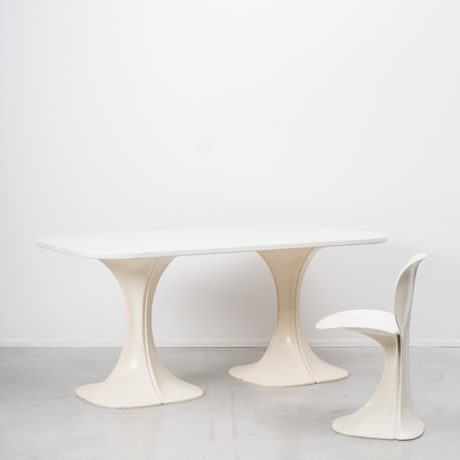 Pierre Paulin 8810 Flower chair & table