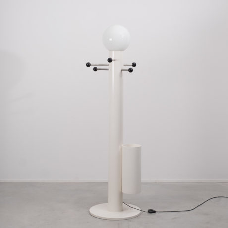 Close Encounter lamp & coat stand
