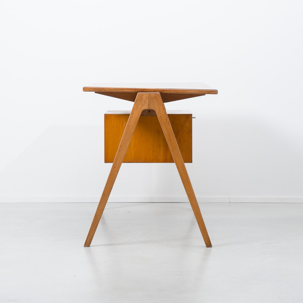 Robin Day Hillestak desk