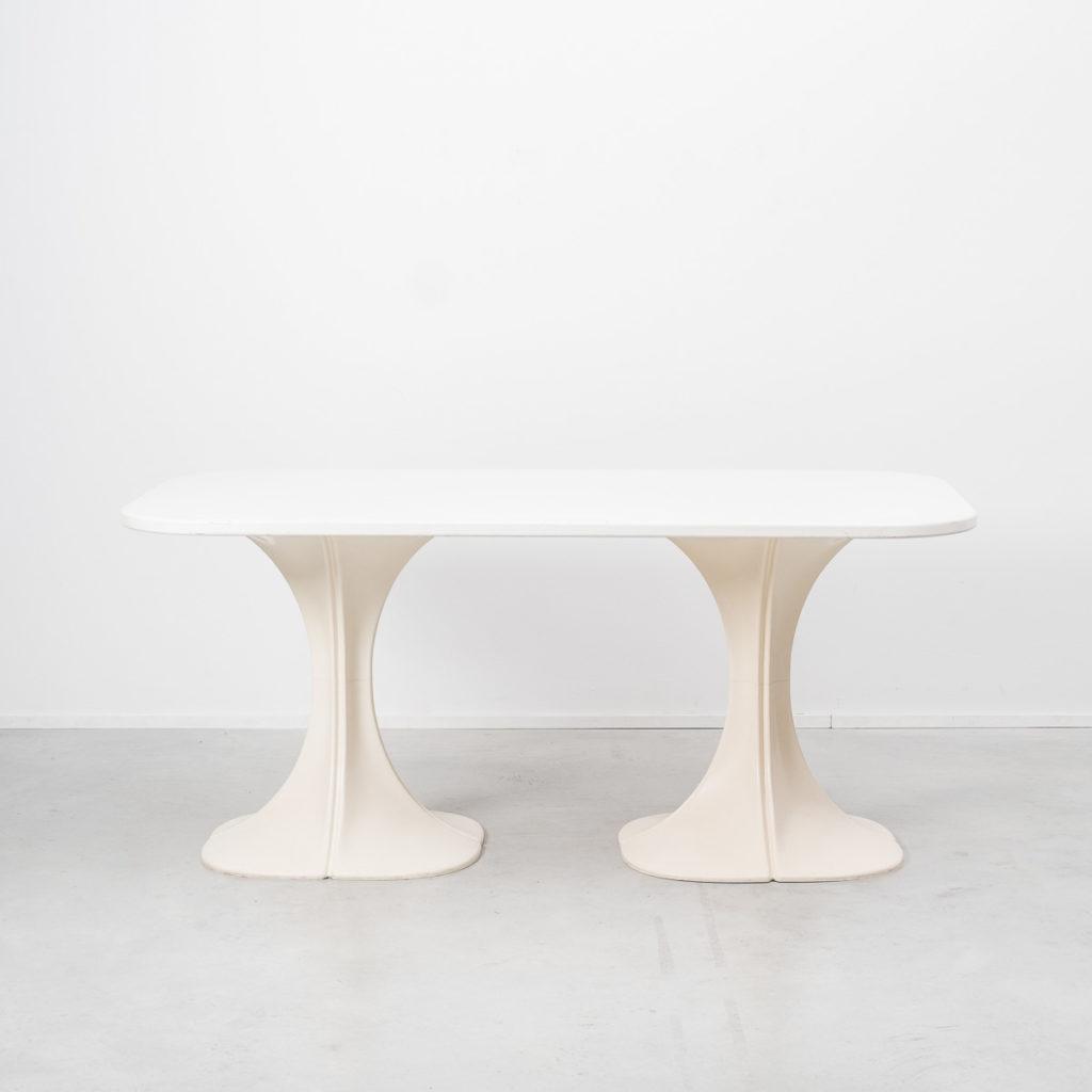 Pierre Paulin 8810 Flower chair & table