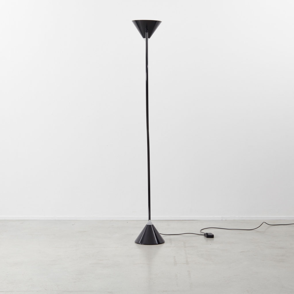 Gary Morga black Yang lamp