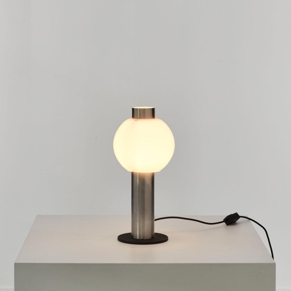 Bolbiksem globe table lamp