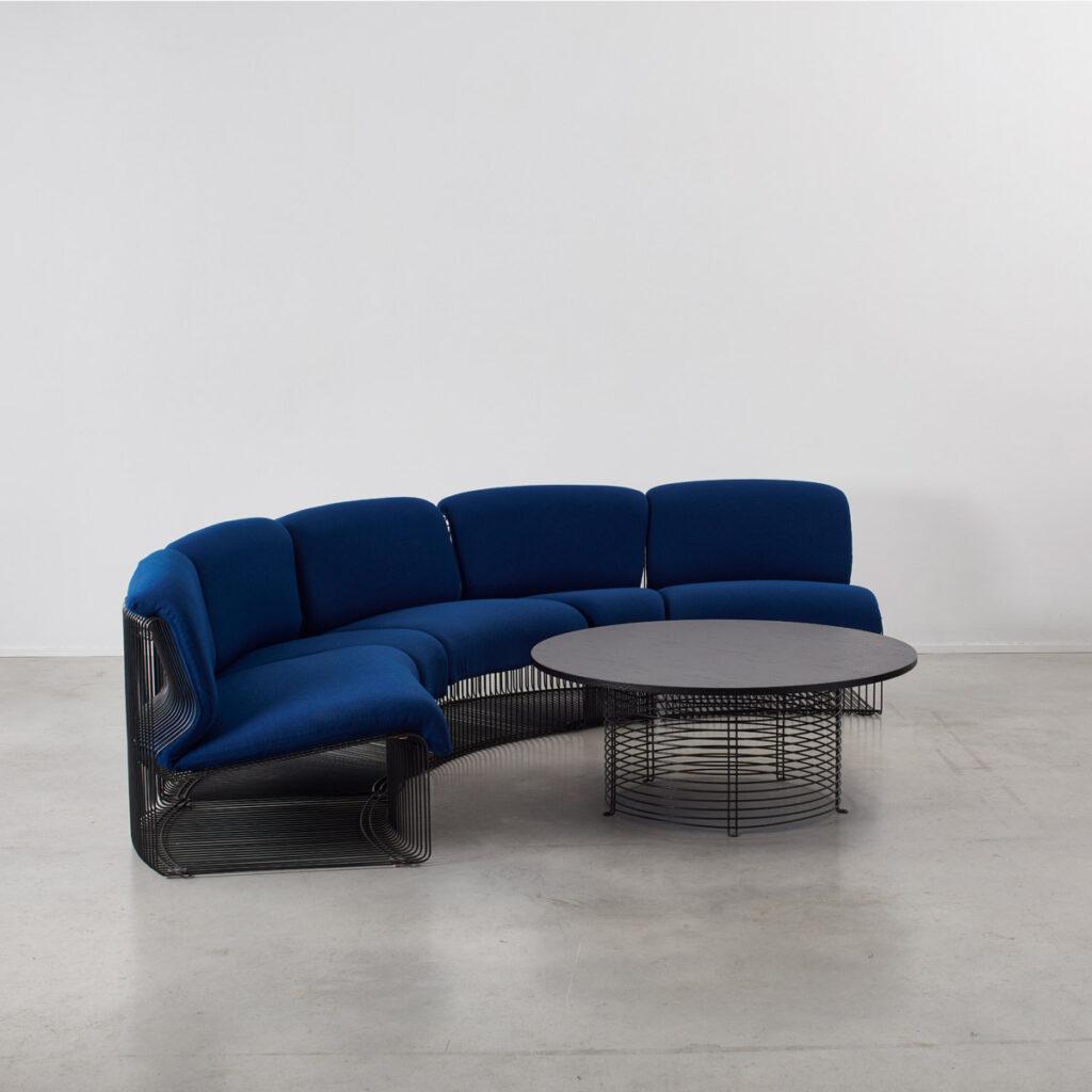 Panton Pantonova sofa and table